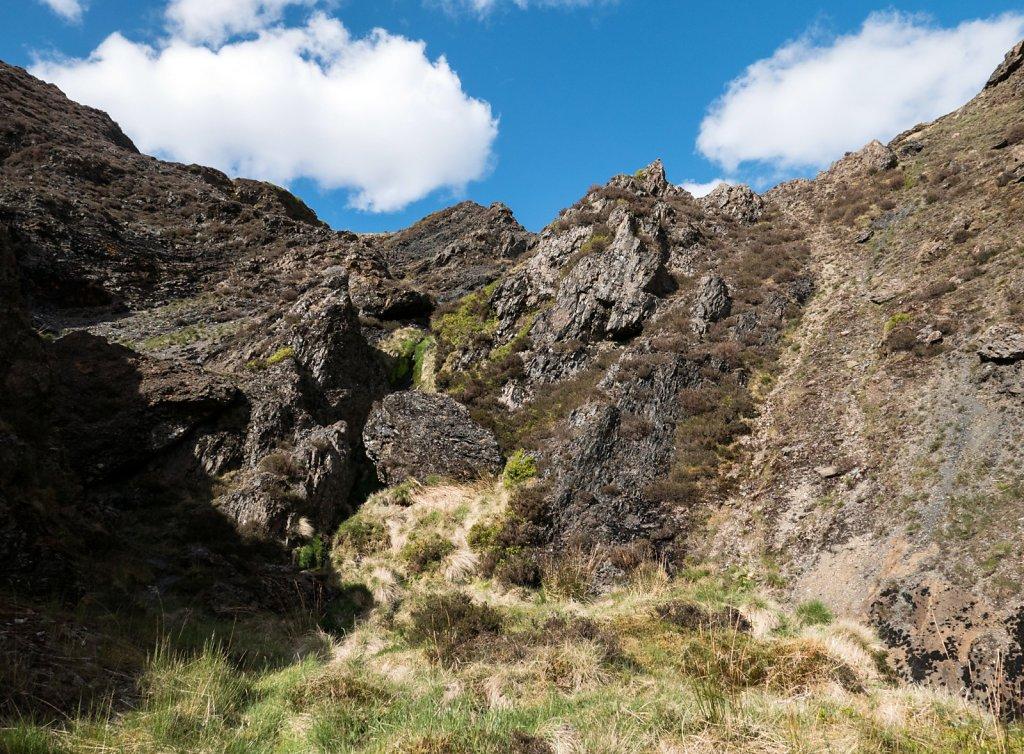 A wee scramble through the rocks